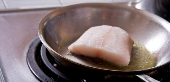 pan-searing-black-cod